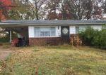 Foreclosed Home en LOIS LN, Fenton, MO - 63026