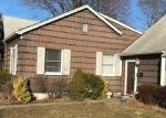 Foreclosed Home en MADISON AVE, Brentwood, NY - 11717