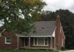 Foreclosed Home en ROSCOMMON ST, Harper Woods, MI - 48225