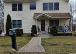 Foreclosed Home en DAISY DR, Mastic Beach, NY - 11951