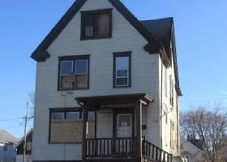 Foreclosed Home en N 27TH ST, Milwaukee, WI - 53210