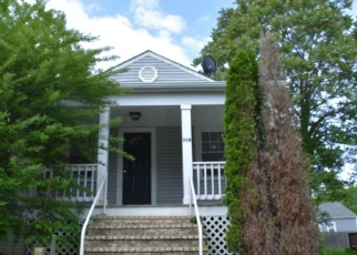 Foreclosed Home en CARTER ST, Front Royal, VA - 22630