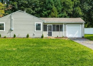 Foreclosed Home en RIDGELAND RD, Wallingford, CT - 06492