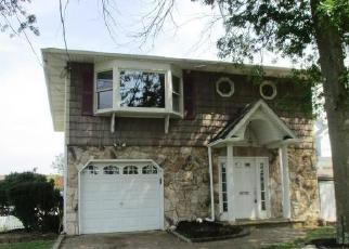 Foreclosed Home en BAYLAWN AVE, Copiague, NY - 11726