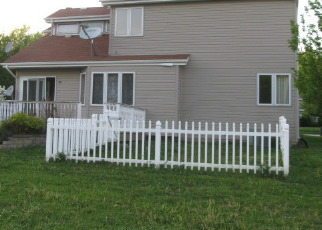 Foreclosed Home in HILLCREST LN, Steger, IL - 60475