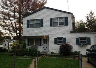 Foreclosed Home in MERMAID AVE, Wantagh, NY - 11793