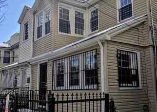 Foreclosed Home en 74TH PL, Woodhaven, NY - 11421