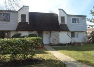Foreclosed Home en POINTE CIR N, Coram, NY - 11727