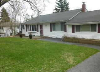 Foreclosed Home en BROOKER DR, Newburgh, NY - 12550