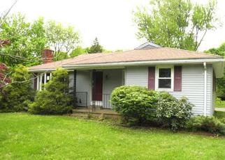 Foreclosed Home in RIDGEWOOD RD, Middletown, CT - 06457