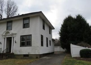 Foreclosed Home en HILLCREST RD, Windsor, CT - 06095