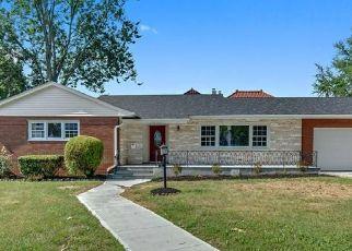 Foreclosed Home en GRANT AVE, Pelham, NY - 10803