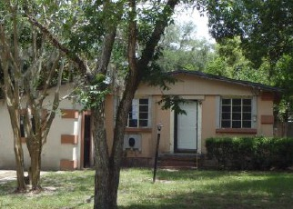 Casa en ejecución hipotecaria in Jacksonville, FL, 32208,  RESTLAWN DR ID: F3697627