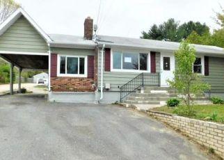 Casa en ejecución hipotecaria in Coventry, RI, 02816,  READ AVE ID: F3778246