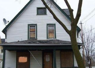 Foreclosed Home en N 32ND ST, Milwaukee, WI - 53208