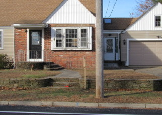 Foreclosed Home in ROGER WILLIAMS AVE, Rumford, RI - 02916
