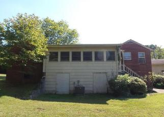 Casa en ejecución hipotecaria in Mount Airy, NC, 27030,  PITTMAN ST ID: F4057883
