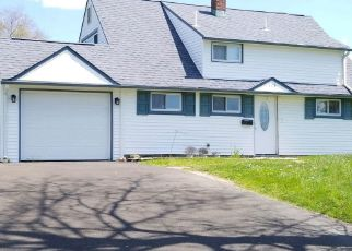 Foreclosed Home en INDIAN CREEK DR, Levittown, PA - 19057