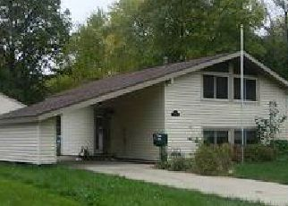 Foreclosed Home en KEMPTON DR, Berea, OH - 44017