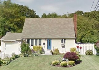 Foreclosed Home in POTTER BLVD, Bay Shore, NY - 11706