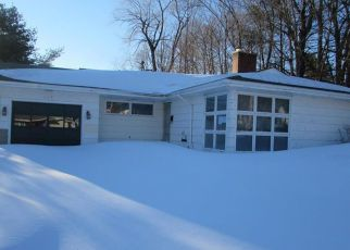 Casa en ejecución hipotecaria in Auburn, ME, 04210,  POLAND RD ID: F4121772