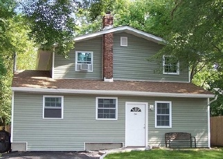 Foreclosed Home en CONNETQUOT AVE, Central Islip, NY - 11722