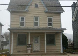Foreclosed Home en E MAIN ST, Hegins, PA - 17938