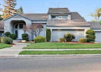 Foreclosed Home en E PARKVIEW AVE, Visalia, CA - 93277