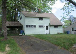Casa en ejecución hipotecaria in Levittown, PA, 19057,  IDOLSTONE RD ID: F4139524