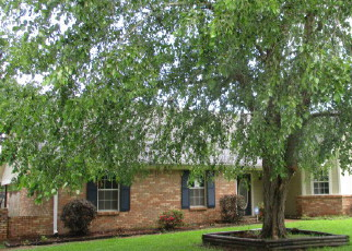 Foreclosed Home in SIWELL MEADOWS DR, Byram, MS - 39272