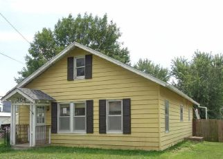Foreclosed Home en W OHIO ST, Clinton, MO - 64735