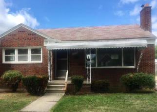 Casa en ejecución hipotecaria in Harper Woods, MI, 48225,  ROSCOMMON ST ID: F4194899