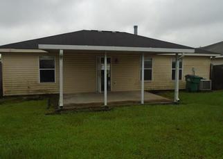 Casa en ejecución hipotecaria in Westwego, LA, 70094,  SUNFLOWER LN ID: F4199280