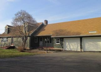 Foreclosed Home en RUSSELL AVE, Suffield, CT - 06078