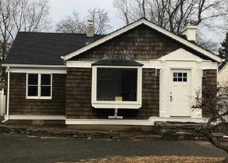 Foreclosed Home en HUNTER AVE, North Babylon, NY - 11703