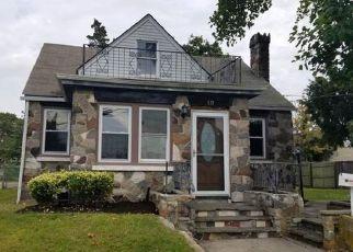 Foreclosed Home en HAWKINS BLVD, Copiague, NY - 11726
