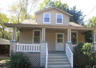 Casa en ejecución hipotecaria in Mount Rainier, MD, 20712,  RAINIER AVE ID: F4217361