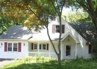 Foreclosed Home en ROCKY POOL LN, Levittown, PA - 19055