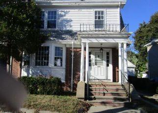 Casa en ejecución hipotecaria in Providence, RI, 02908,  VIEW ST ID: F4220901