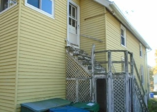 Foreclosed Home en CLEMENTS ST, Waterford, CT - 06385