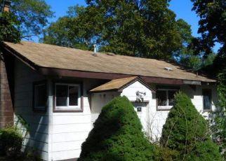Foreclosed Home en COLLINGTON DR, Ronkonkoma, NY - 11779