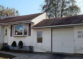 Casa en ejecución hipotecaria in Central Islip, NY, 11722,  CYPRESS ST ID: F4228461