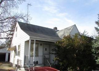 Casa en ejecución hipotecaria in Harper Woods, MI, 48225,  KINGSVILLE ST ID: F4233537