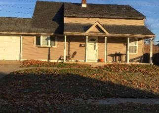 Foreclosed Home en IROQUOIS RD, Levittown, PA - 19057
