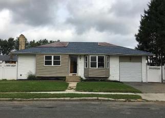 Foreclosed Home en ORANGE ST, Deer Park, NY - 11729