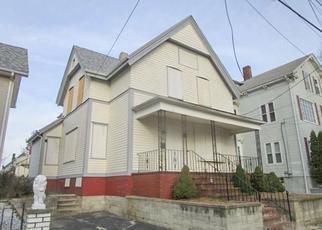 Casa en ejecución hipotecaria in East Providence, RI, 02914,  VINE ST ID: F4246431