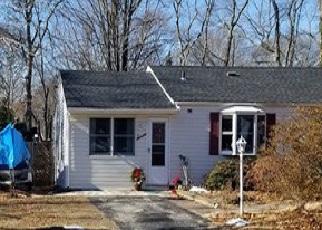 Foreclosed Home en BARROW PL, Blue Point, NY - 11715