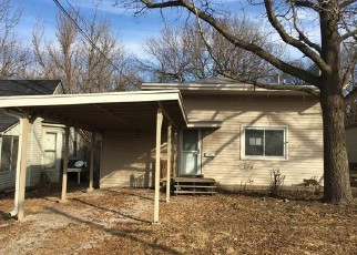 Foreclosed Home en S BROOKSIDE AVE, Independence, MO - 64053