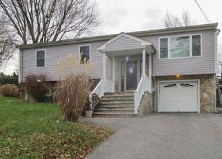 Casa en ejecución hipotecaria in Tiverton, RI, 02878,  ROBERT GRAY AVE ID: F4251073