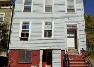 Foreclosed Home en 2ND ST, Albany, NY - 12210